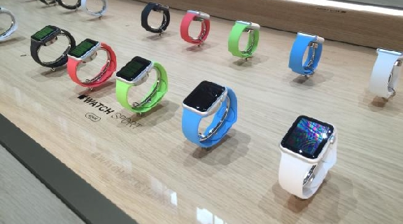 Al Salone del mobile sbarca l'Apple Watch