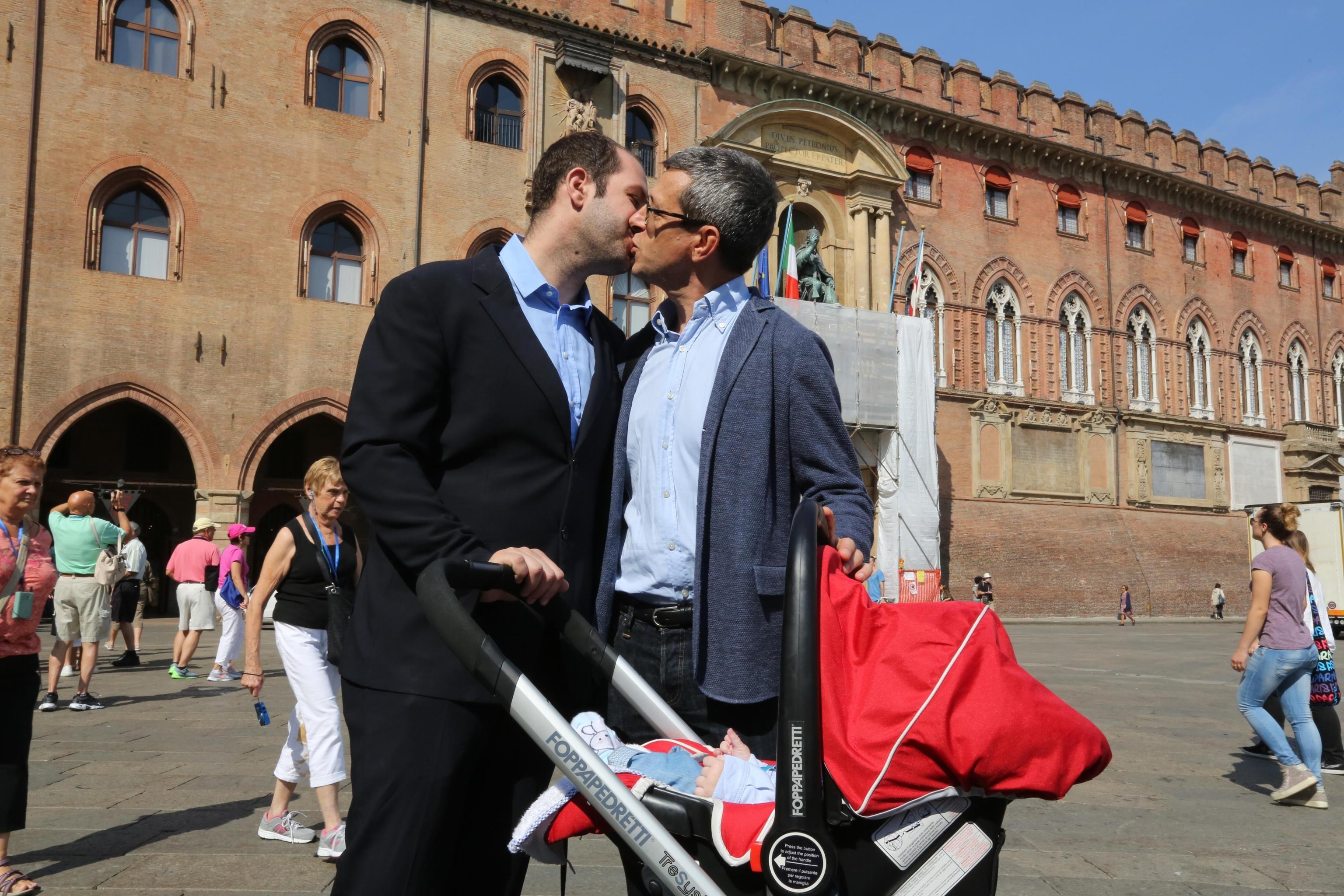 Ufficio Matrimoni Bologna : Bologna cancellate le trascrizioni dei matrimoni omosessuali