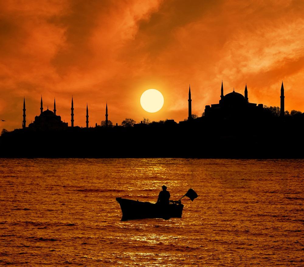 tramonto sul Bosforo, istanbul, moschea, luoghi da visitare prima di morire