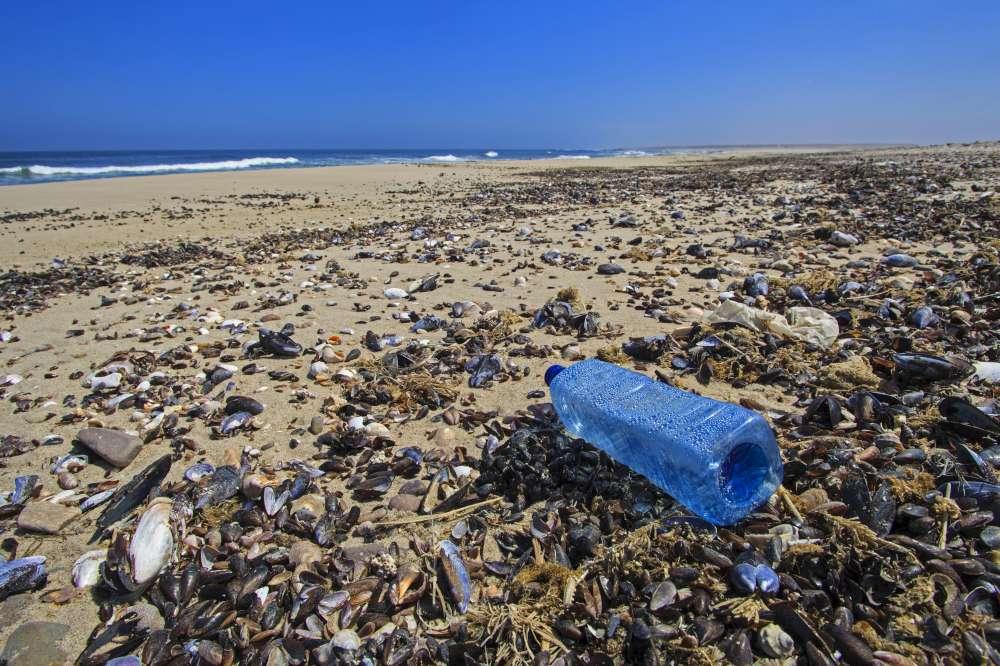 un mondo di plastica : l`invenzione della plastica ha cambiato il nostro mondo in peggio - documentario