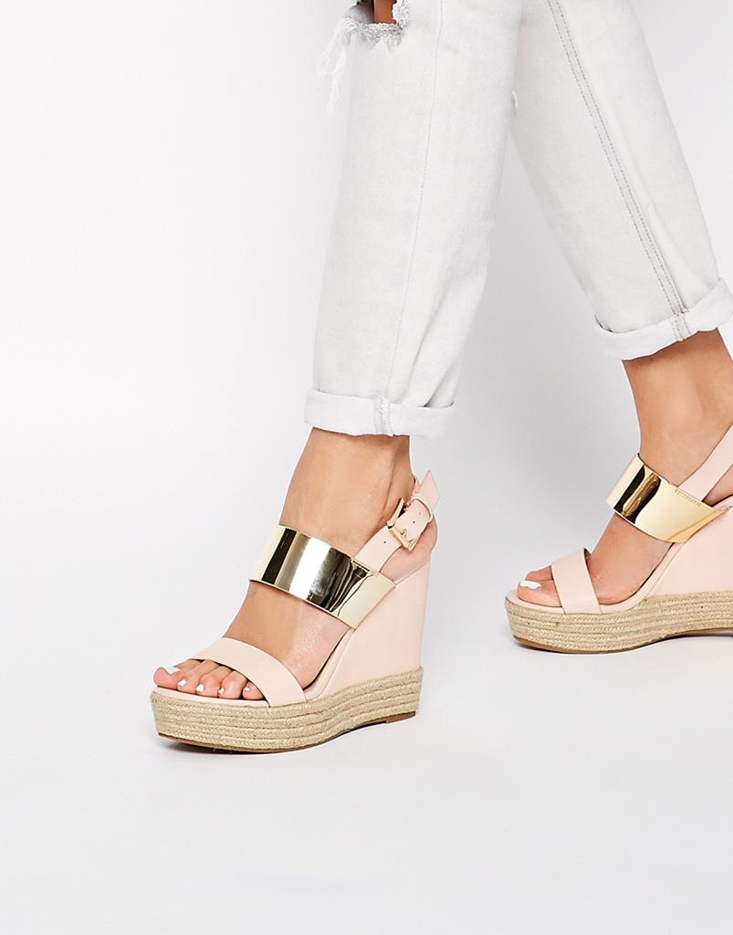 best cheap f2349 3eee4 Alte e comode: le scarpe con la zeppa da sfoggiare nella ...