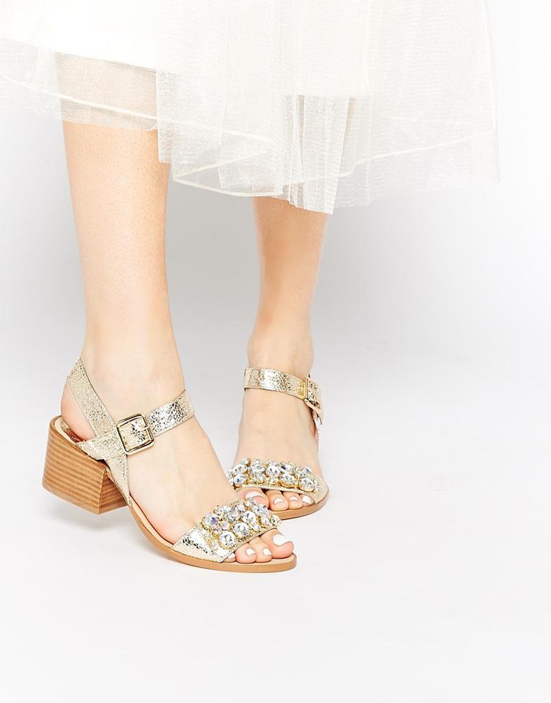 I sandali gioiello per rendere preziosi i tuoi look estivi - Tgcom24 08182bbb747