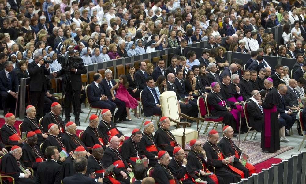 Vaticano Il Papa Diserta Il Concerto Lo Scranno Bianco