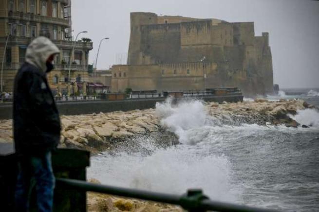 Image result for tempesta sul golfo di napoli