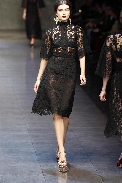 Vestito di pizzo nero dolce e gabbana – Vestiti da cerimonia 31b58b8a00d