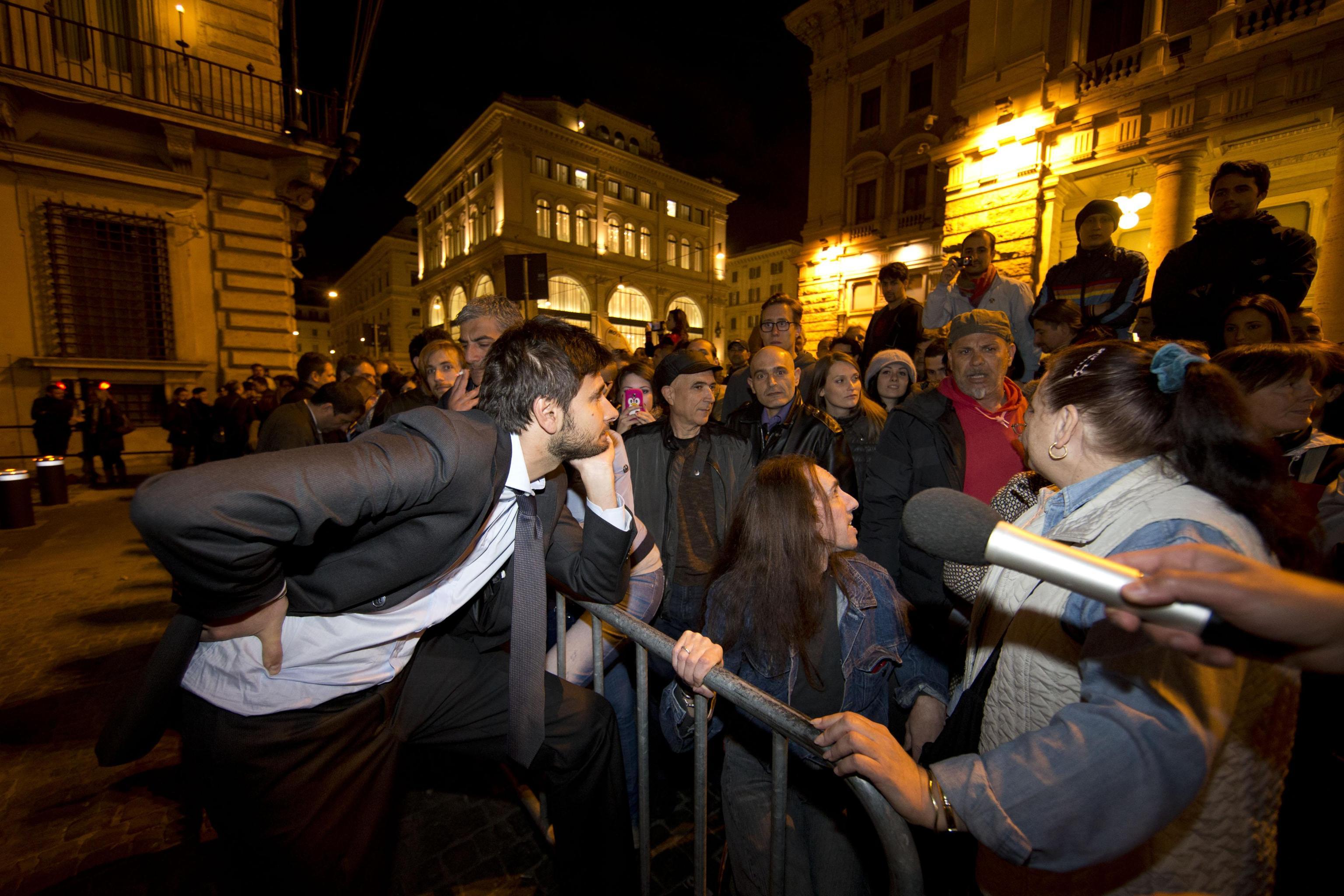 Roma l 39 assedio m5s al parlamento tgcom24 foto 1 for Roma parlamento