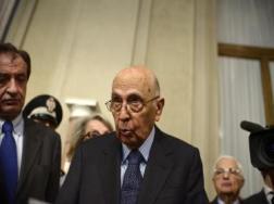 Napolitano non si dimette e chiede a due gruppi ristretti di personalità un piano condiviso - Politica