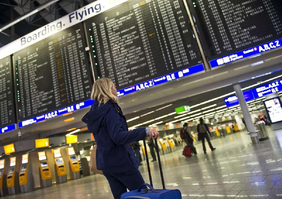 Aeroporto Germania : Il nord della germania sotto la neve aeroporto chiuso a