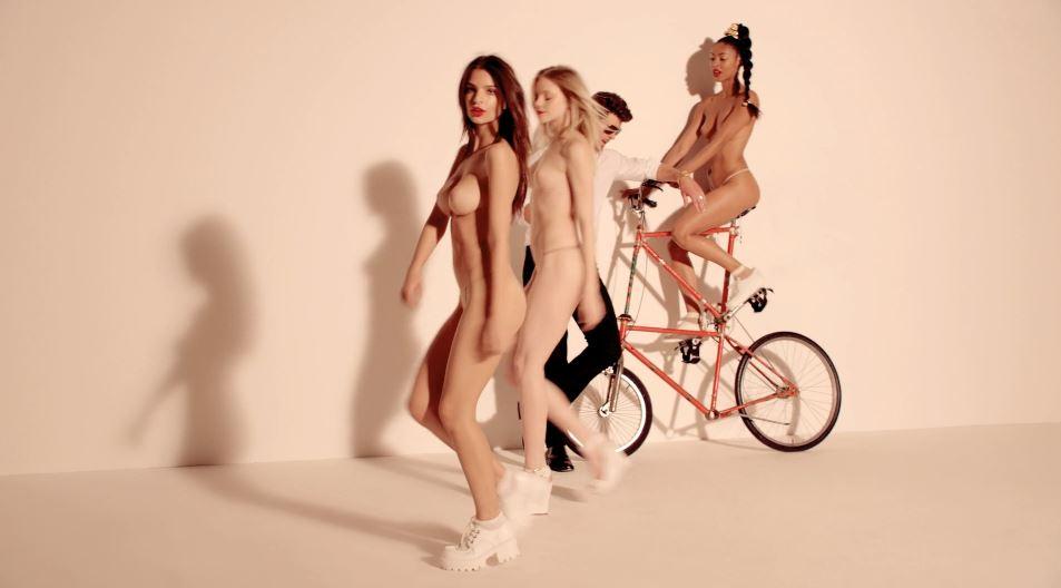 Robin thicke brunette model nude