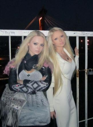 1 Le Foto Barbie Insieme Due Posano Tgcom24 Viventi I6v7ybYmfg
