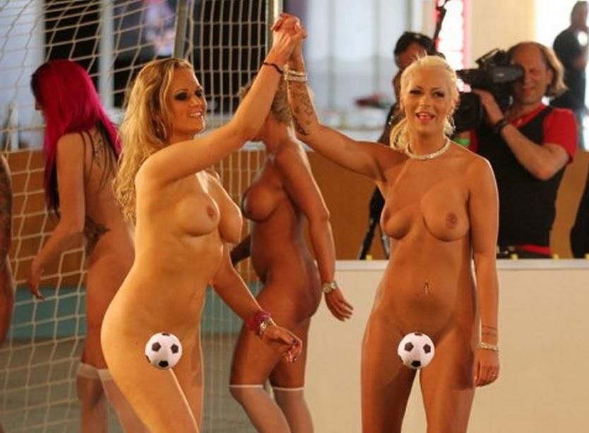 zheni-futbolistov-golie-video