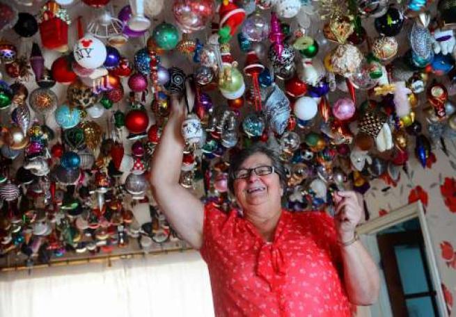 Auguri Di Natale Anni 50.La Collezionista Di Palle Di Natale Tgcom24 Foto 1