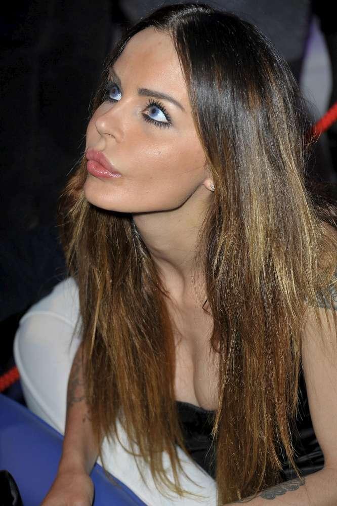 Nina Moric Serata Hot Con Matteo Bobbi Foto 1