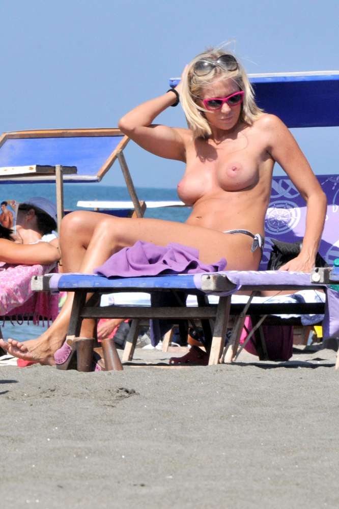 topless over 40   foto 1