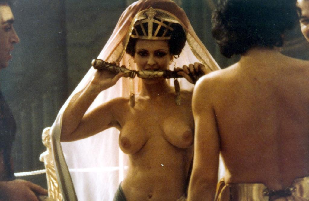 Смотреть эротические фильмы титнто
