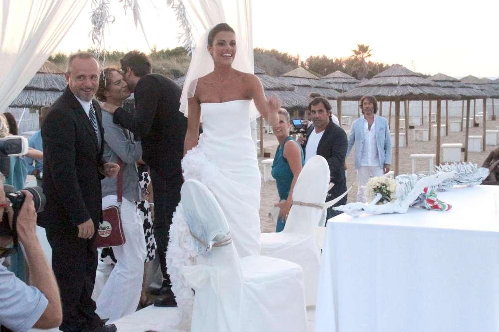 Matrimoni Vip Spiaggia : Bianca guaccero sposa il suo dario acocella foto