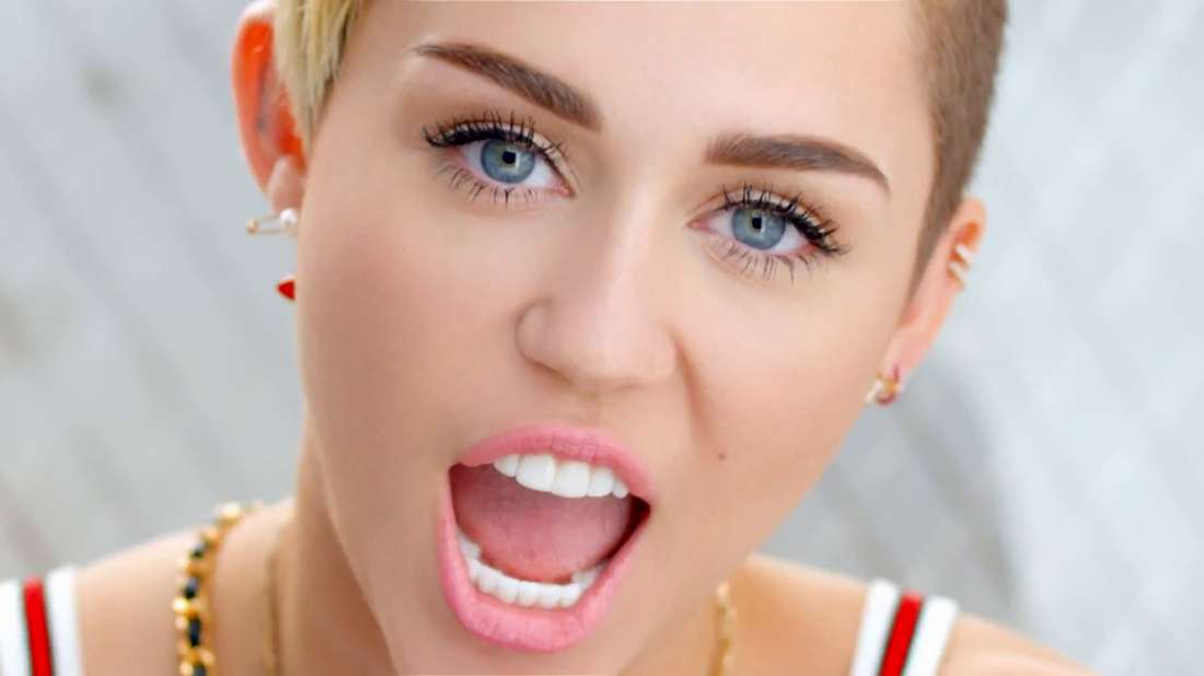 miley-cyrus-photo-criticized-by-asian-american-group-girl